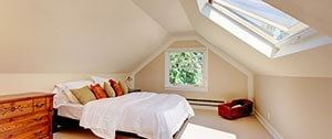 Verbouwde slaapkamer met dakraam